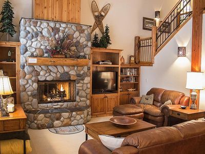 Photo for Beautiful Townhome, Lodge Style Decor, Centrally Located and Free SHARC