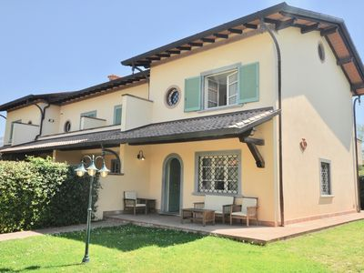 Photo for Beautiful house with a garden in Forte dei Marmi, 1500m. from the beach, wifi