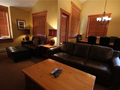 Photo for Luxury 2-level townhome with private hot tub, BBQ, kitchen, free wifi and mountain views: 47-101