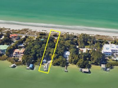 Photo for Classic Captiva Island Beach to Bay Cottage