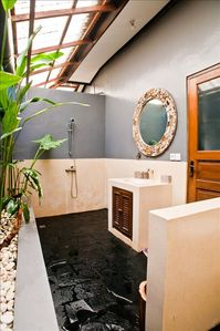 2 indoor/outdoor bathrooms each with their own rock gardens.