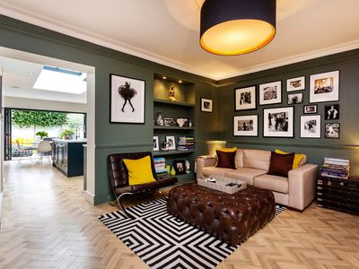 Photo for Stylish 4 bed house with easy access to Victoria, sleeps 10, by Veeve