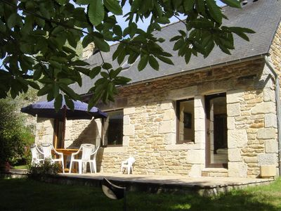 Photo for Charming stone cottage close to the river Aven and the beach - 6 persons