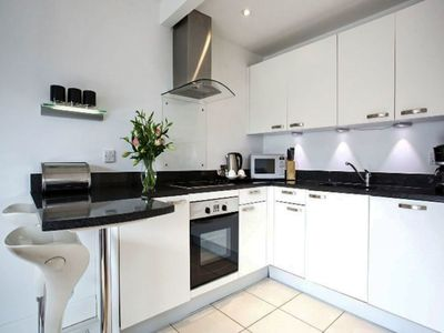 Photo for Cosy apartment for 2 guests with hot tub, TV, pets allowed and parking