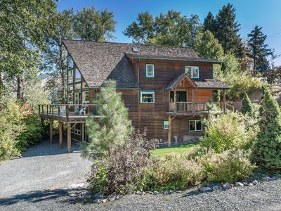 Photo for Cottonwood Shores-On the beautiful banks of the Wenatchee River!