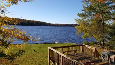 Family-friendly 4-bedroom lakefront house close to the beach