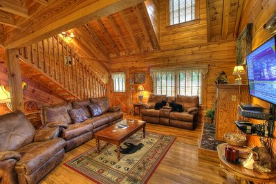 Spacious Living Room Here at Bears Den In Pigeon Forge