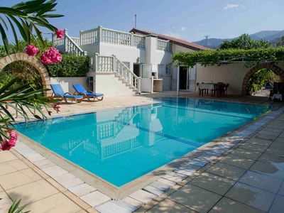 Photo for 3 bedroom with private pool in quiet residential area. Close to the beach/bars