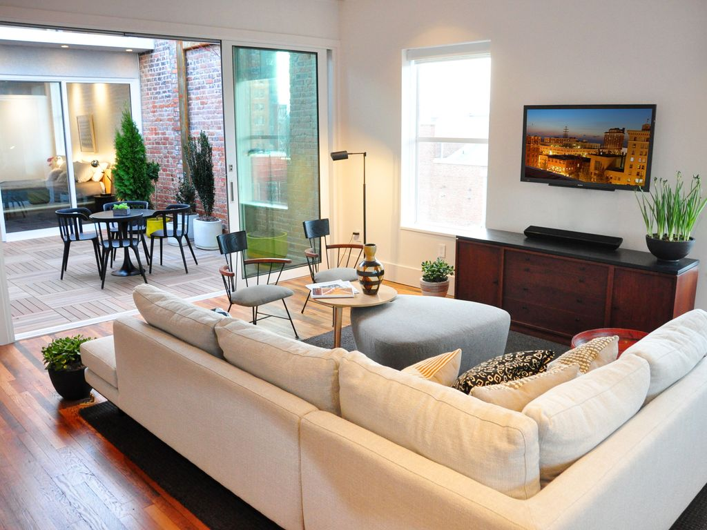 The Sinclair : 301 : Modern Urban Luxe : a New Quality Contemporary Residence
