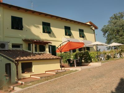 Photo for Nice apartment in villa with A/C, WIFI, TV, panoramic view and parking, close to San Gimignano