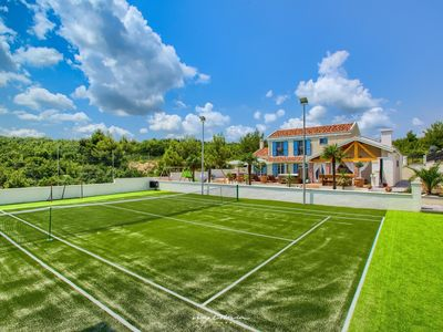 Photo for Exclusive villa with pool & tennis court