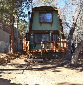 Cozy Cabin Minutes From Big Bear Lake in a quiet community!