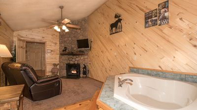 """Photo for Upper Canyon Inn & Cabins - """"Lodge 9"""" - Romantic Whirlpool Suite with Fireplace"""