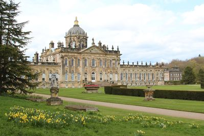 Castle Howard is just a 5 minute drive away or an hours walk.