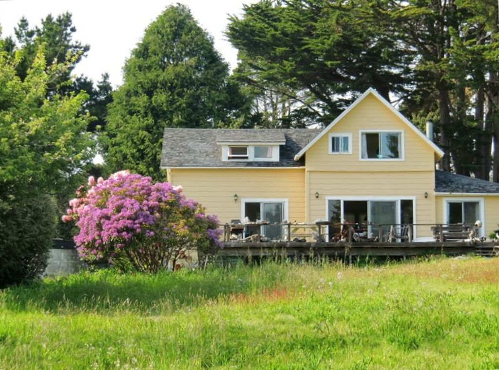 Mendocino Beach House With Views Path Directly To The