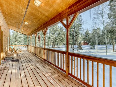 Photo for Charming getaway with covered porch, gas grill, WiFi, wood burning fireplace!