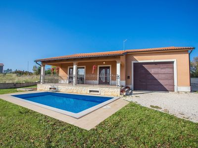 Photo for Detached holiday house, swimming pool, enclosed garden, trampoline, in central Istria