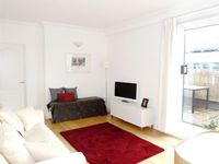 Excellently located, spacious flat