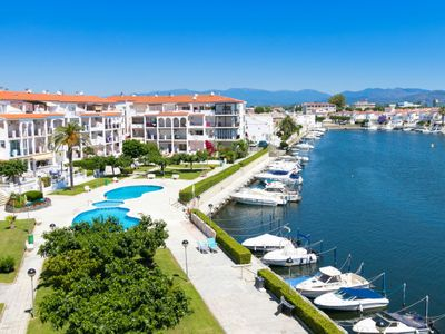 Photo for One bedroom Apartment, sleeps 4 in Empuriabrava with Pool and Air Con