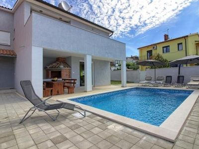 Photo for Holiday house Pula for 1 - 8 persons with 3 bedrooms - Holiday house