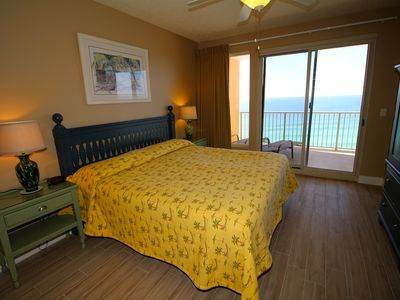 King size master bedroom with beautiful gulf view.