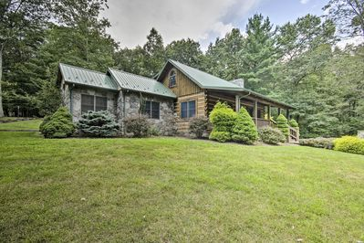 This beautiful creekside cabin invites you to enjoy a slice of the rural life!