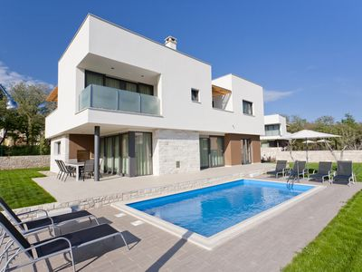 Photo for Villa with pool, in a quiet area, only 400 m from the beach