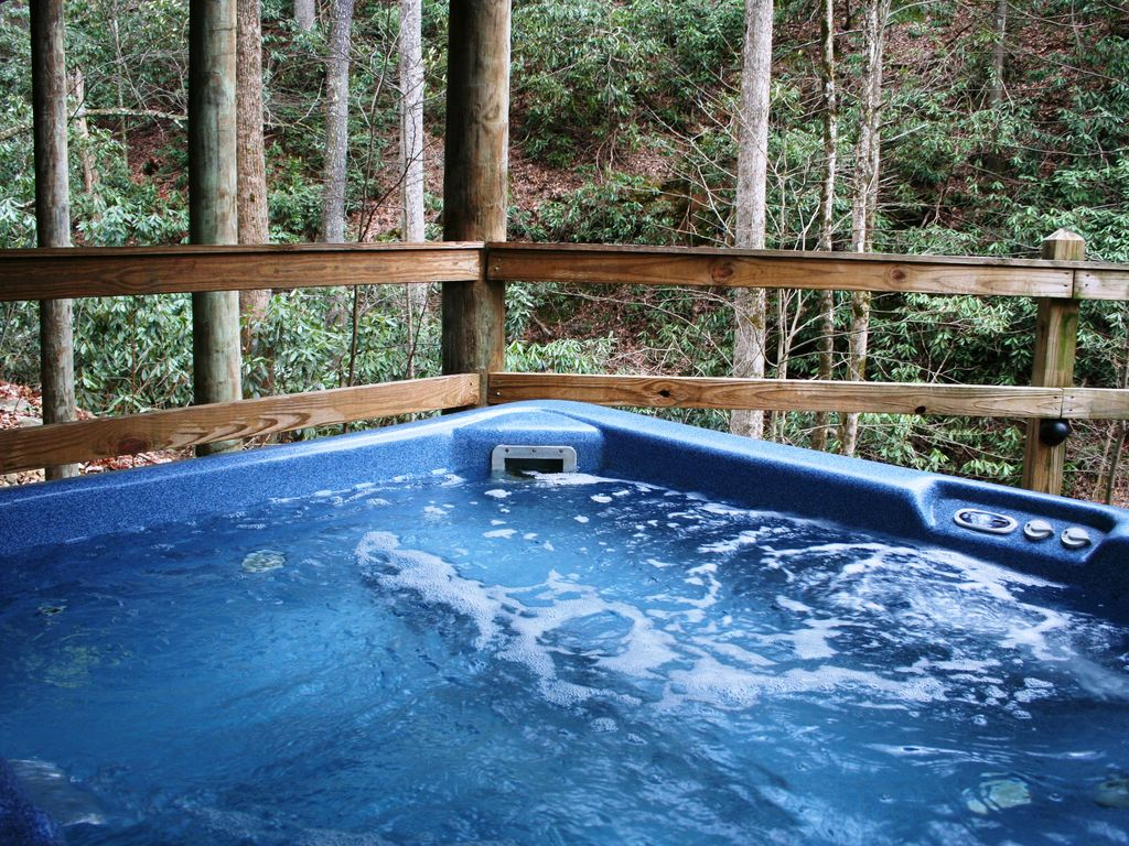 beautiful streamside 2 bed hot tub jacuzz homeaway. Black Bedroom Furniture Sets. Home Design Ideas