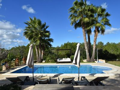 Photo for Charming finca with garden and pool, in a quiet area near San Rafael