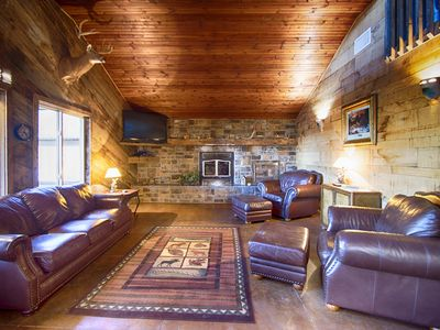 Photo for Luxurious Cabin with private Niangua River access & view