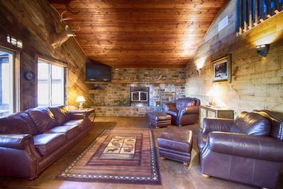 Luxurious Cabin With Private Niangua River Access View Windyville