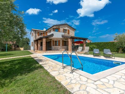 Photo for Villa with private swimming pool and garden, 15 minutes by car from Porec and beach