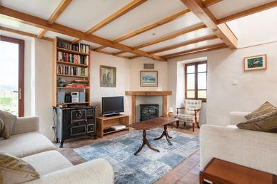 Gites Marston - La Magnanerie - Cosy open plan living space with fireplace