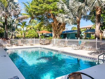Photo for MI Happy Place Condo Across from Manatee Public Beach w Complex Heated Pool