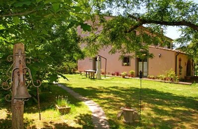 Photo for Cozy and sunny villa with pool and private garden 20 minutes from the sea.