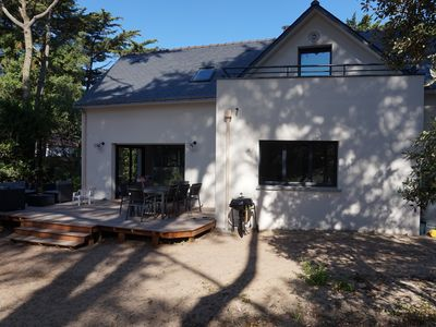 Photo for 200m2 family home on wooded land of 2000 m2 to 50 meters from the beach