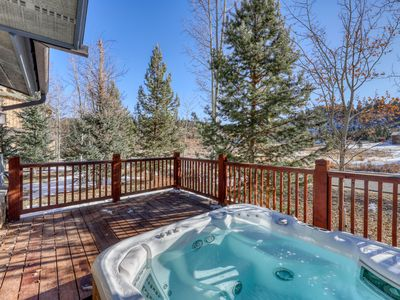 Photo for Updated townhome w/private hot tub, balcony & grill - Close to water & lifts!