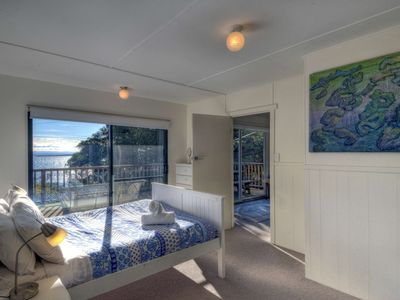 Photo for In the Nation Park. 500 meters from the Wineglass Bay walk. Fireplace. Sundeck.