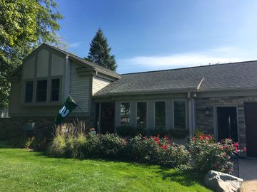Year round Lakefront Home 18 minutes from MSU, East Lansing.  Sleeps 4-6.