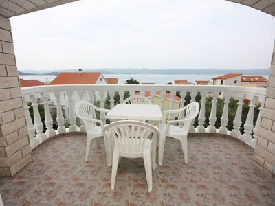 Photo for One bedroom apartment with terrace and sea view Sveti Petar (Biograd)