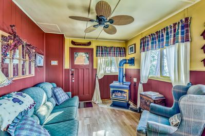Cozy Authentic Cottage with 2 Bedrooms