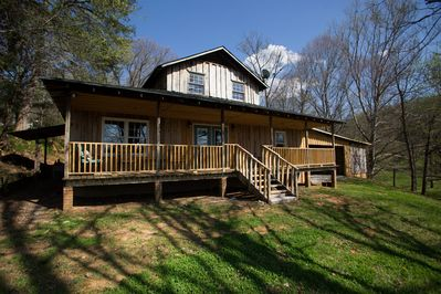 Beautiful, River-Front, Pet-Free Home - Bluff City