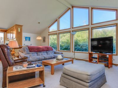Photo for Cozy, dog-friendly getaway, one block from the beach & ocean!