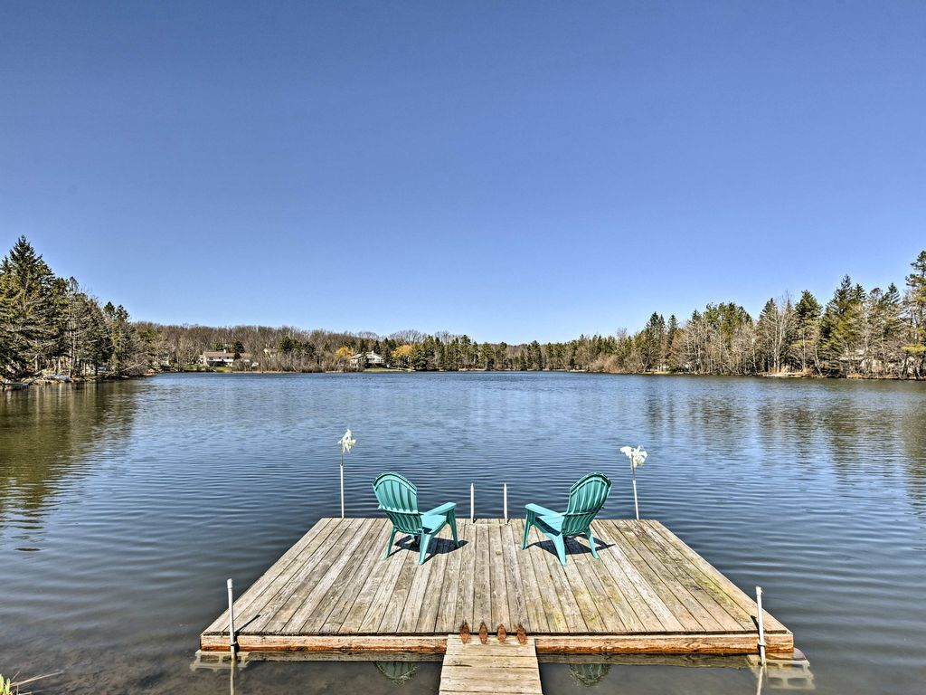 Lakefront mount pocono home w pool access homeaway for Pocono rental with private swimming pool