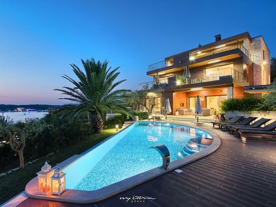 Photo for Luxurious seafront villa with pool in Pula
