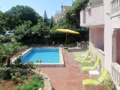 Photo for Cosy apartment for 5 guests with A/C, pool, WIFI, TV, balcony, pets allowed and parking