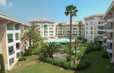 Photo for Flat 6 p with swimming pool sea in 100 m box closed Port-Fréjus