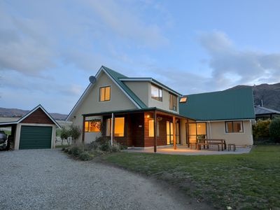 Photo for Charming and modern chalet | Short walk into downtown | Alpine Vistas