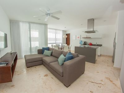 Photo for Incredible 2 bedroom downtown condo, Roof top ocean view