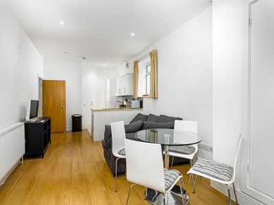 Photo for Modern 2 Bed Flat with 1.5 Bathroom in Earl's Court near Olympia for 4 people